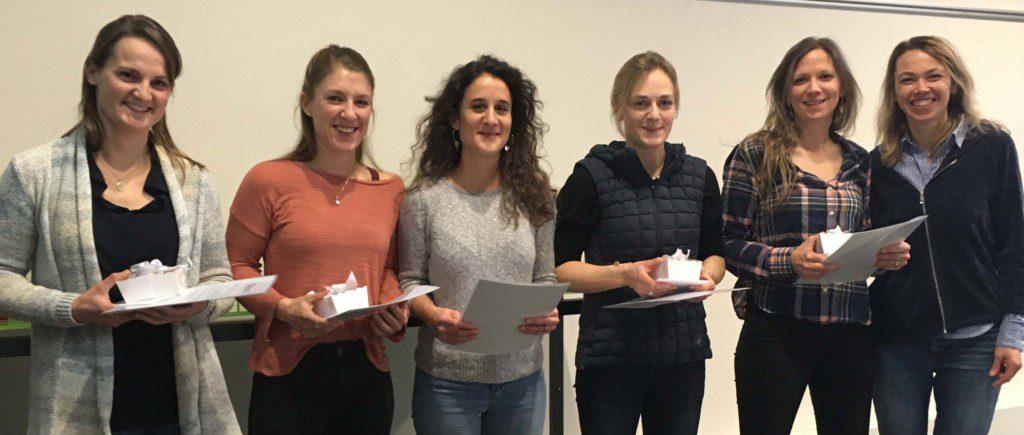 Die erfolgreichen FVH-Absolventinnen mit der Präsidentin der Prüfungskommission. Von links nach rechts: Linda Klein, Désirée Huber, Elise Jeannerat, Lea BächiRamseier, Sarah Ujvari und Michelle Jackson (Präsidentin der Prüfungskommission). Auf dem Bild fehlt Andrea Kobler. (Bild zVg)