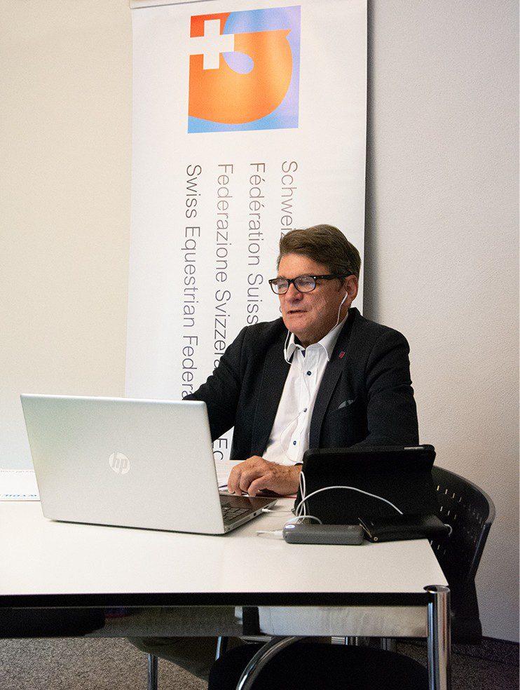 Charles Trolliet präsidiert die erste online durchgeführte Mitgliederversammlung (Bild: Nadine Niklaus / SVPS)